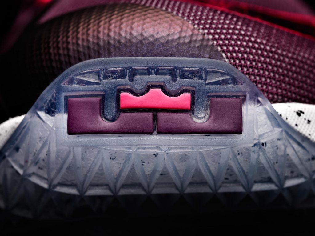 15-480_Nike_LeBron_13_0202-01_native_1600