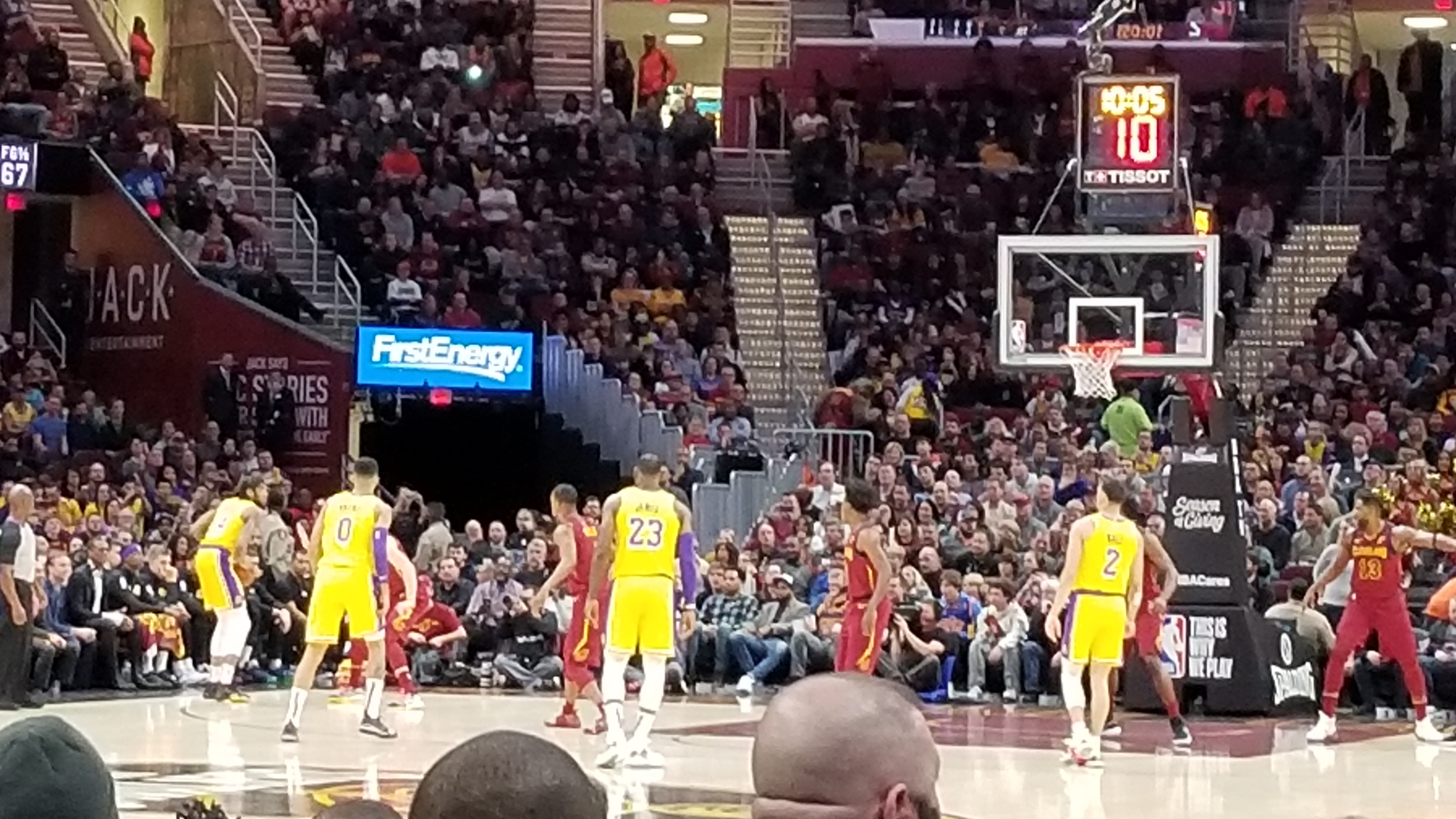 c7311da1a2f5 LeBron James receives standing ovation in return to Cleveland
